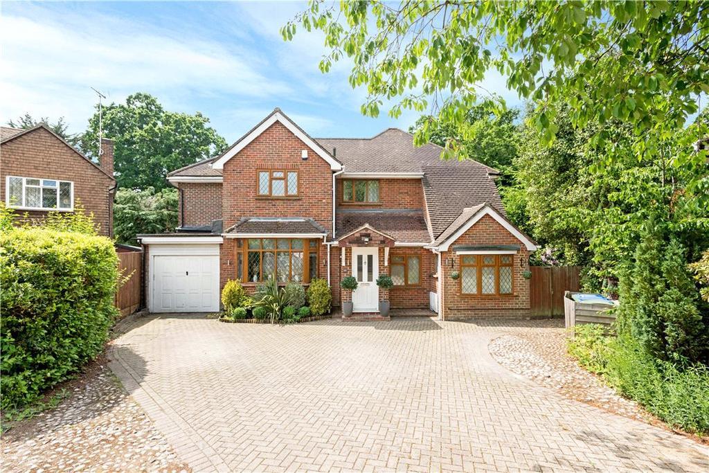 4 Bedrooms Detached House for sale in Knowle Park, Cobham, Surrey, KT11