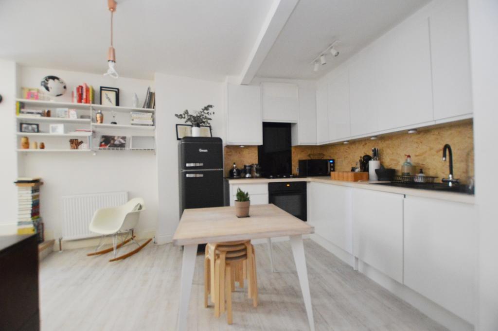 2 Bedrooms Flat for sale in Peckham High Street Peckham SE15