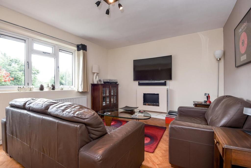 2 Bedrooms Flat for sale in Studley Road, Clapham