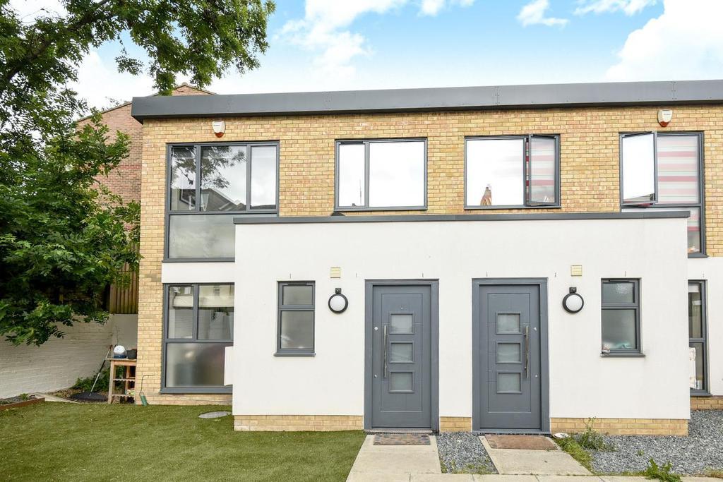 3 Bedrooms Terraced House for sale in Natasha Mews, Peckham Rye, SE15