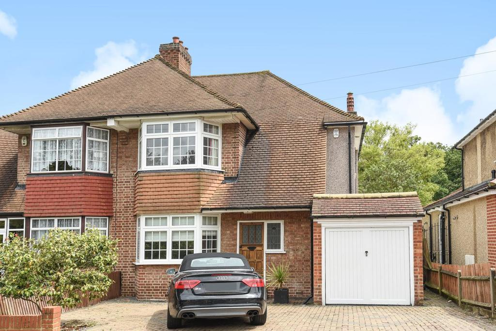 3 Bedrooms Semi Detached House for sale in Eversley Way, Croydon, CR0