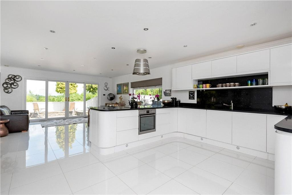 6 Bedrooms Detached House for sale in Cobham Road, Fetcham, Surrey, KT22
