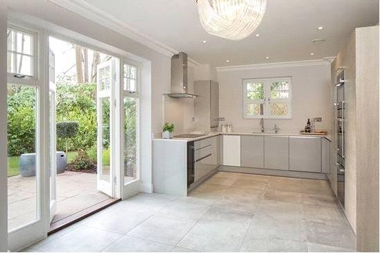 2 Bedrooms Flat for sale in High Peak, London Road, Sunningdale, Berkshire