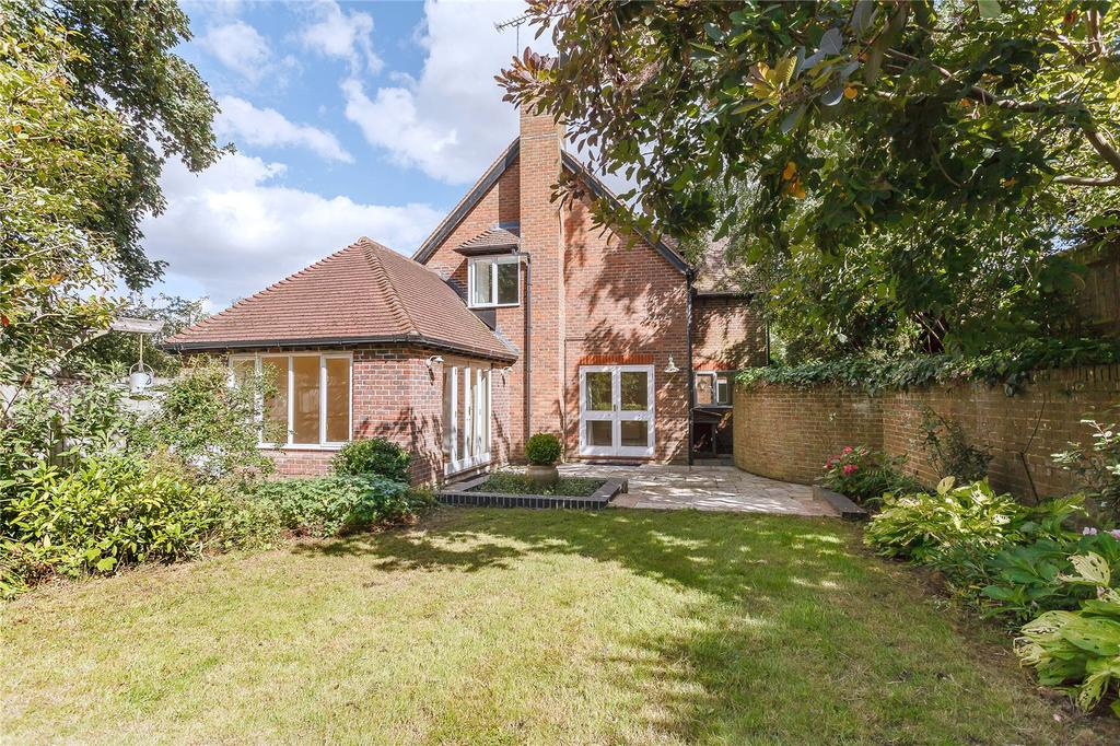 5 Bedrooms Detached House for sale in Dolphin Hill, Twyford, Winchester, Hampshire