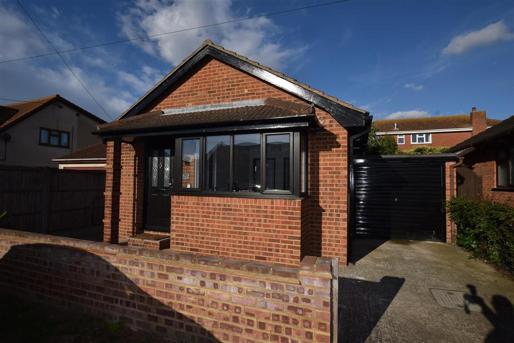 1 Bedroom Detached Bungalow for sale in Bommel Avenue, Canvey Island