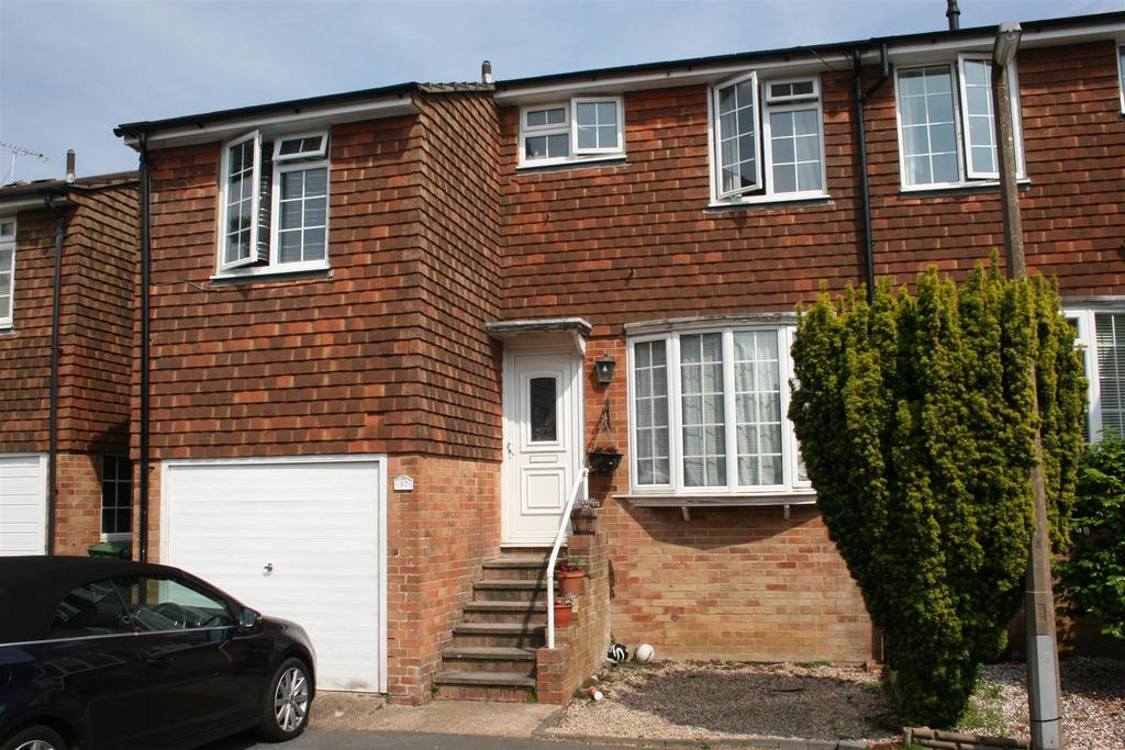 4 Bedrooms Semi Detached House for sale in Quebec Close, Bexhill-on-Sea