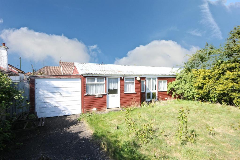 2 Bedrooms Detached Bungalow for sale in Brooklands, South Crescent, Chapel St. Leonards, Skegness