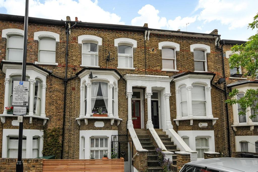 3 Bedrooms Flat for sale in Almington Street, Stroud Green, N4