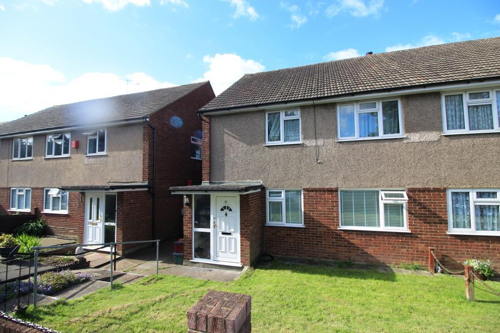 2 Bedrooms Maisonette Flat for sale in Green Vale Bexleyheath DA6