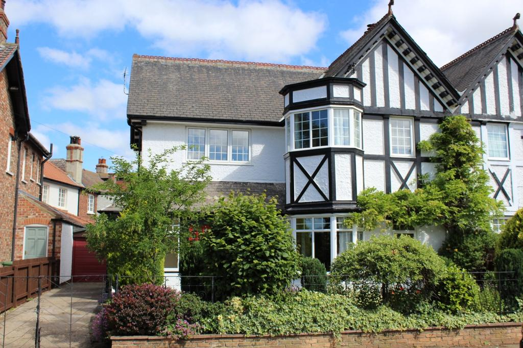 3 Bedrooms Semi Detached House for sale in Fulthorpe Road, Norton, TS20
