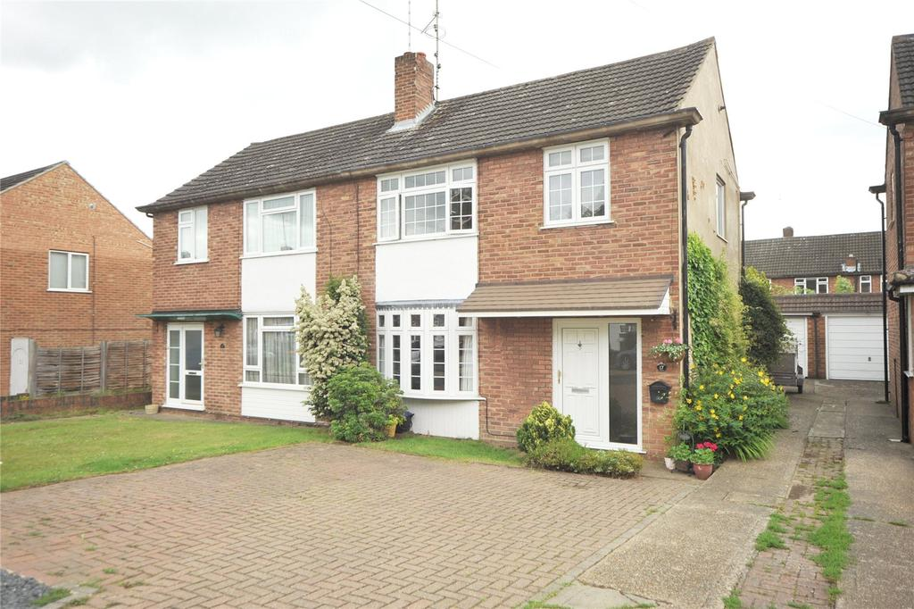 3 Bedrooms Semi Detached House for sale in Pine Crescent, Hutton, Brentwood, Essex, CM13