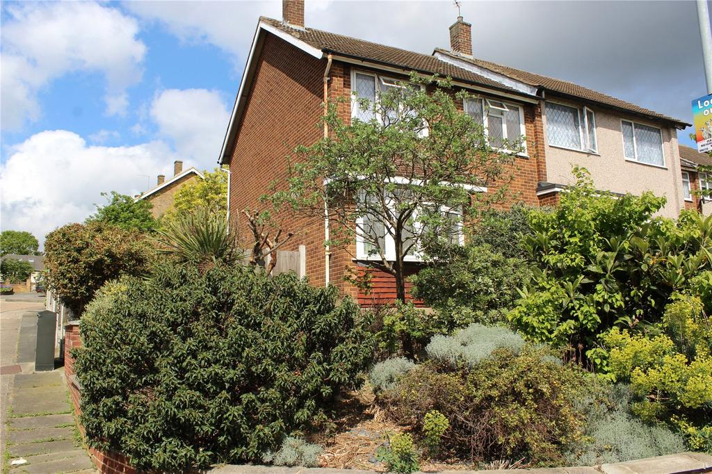 3 Bedrooms Semi Detached House for sale in William Close, Romford, RM5