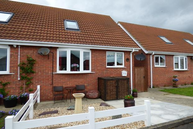 2 Bedrooms Bungalow for sale in Skipworth Way, Skegness, PE25