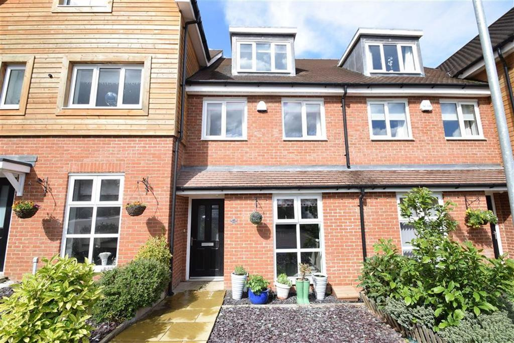 3 Bedrooms Town House for sale in Ennerdale Drive, Watford, Herts