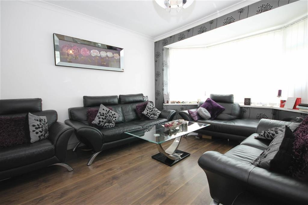3 Bedrooms Semi Detached House for rent in Kings Road, Chorlton Cum Hardy, Manchester