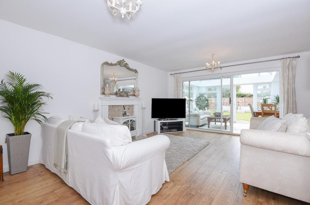 3 Bedrooms Detached House for sale in Nyetimber, Bognor Regis, PO21