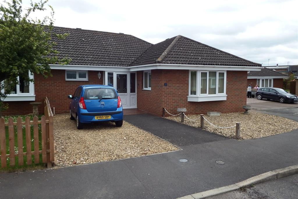 2 Bedrooms Semi Detached Bungalow for sale in Eaton Gardens, Spalding