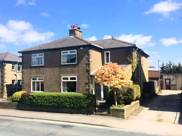4 Bedrooms Semi Detached House for sale in 16 St Andrews Terrace, Cross Hills BD20 7DU