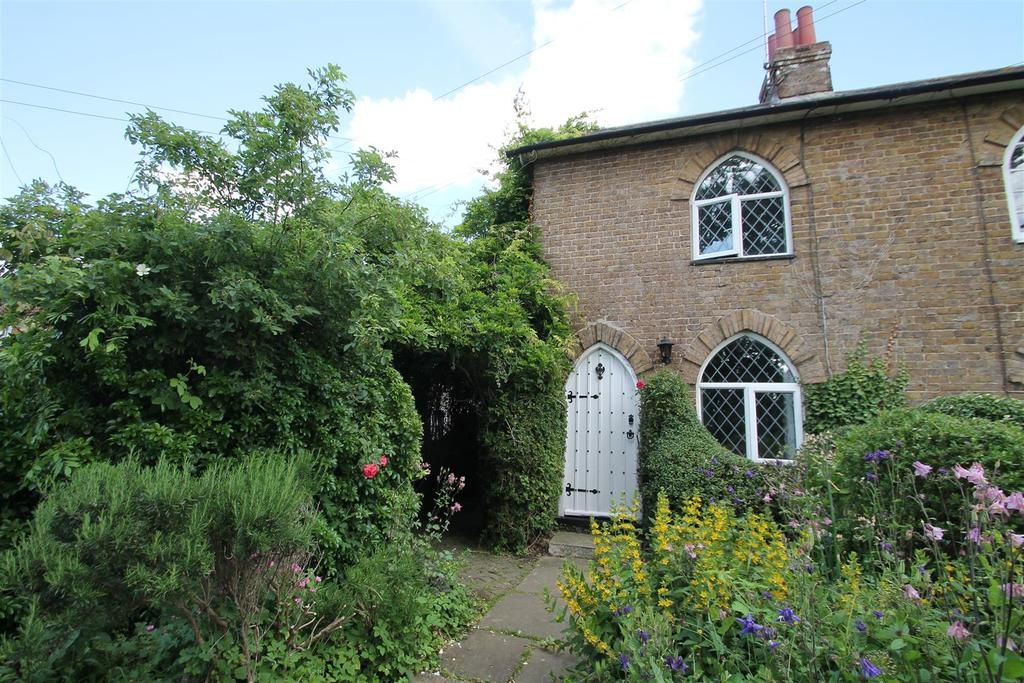 2 Bedrooms Semi Detached House for sale in West Street, Hunton, Maidstone