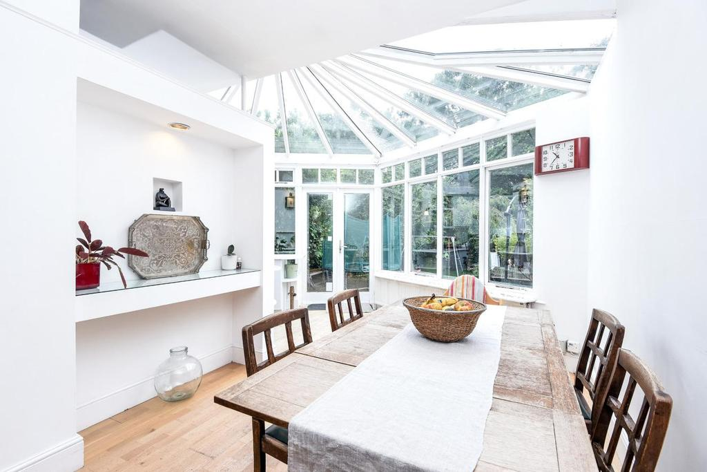 4 Bedrooms Semi Detached House for sale in Blake Road, Bounds Green