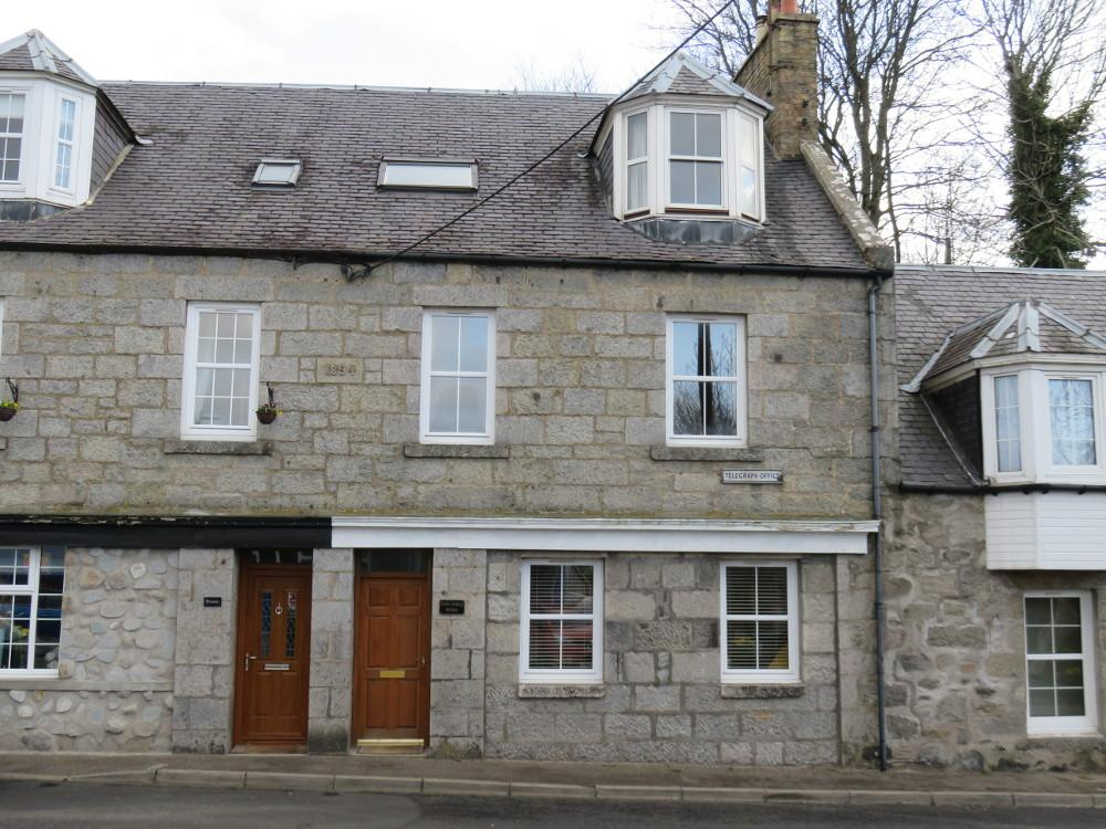 3 Bedrooms Town House for sale in Main Street, Kirkmichael PH10