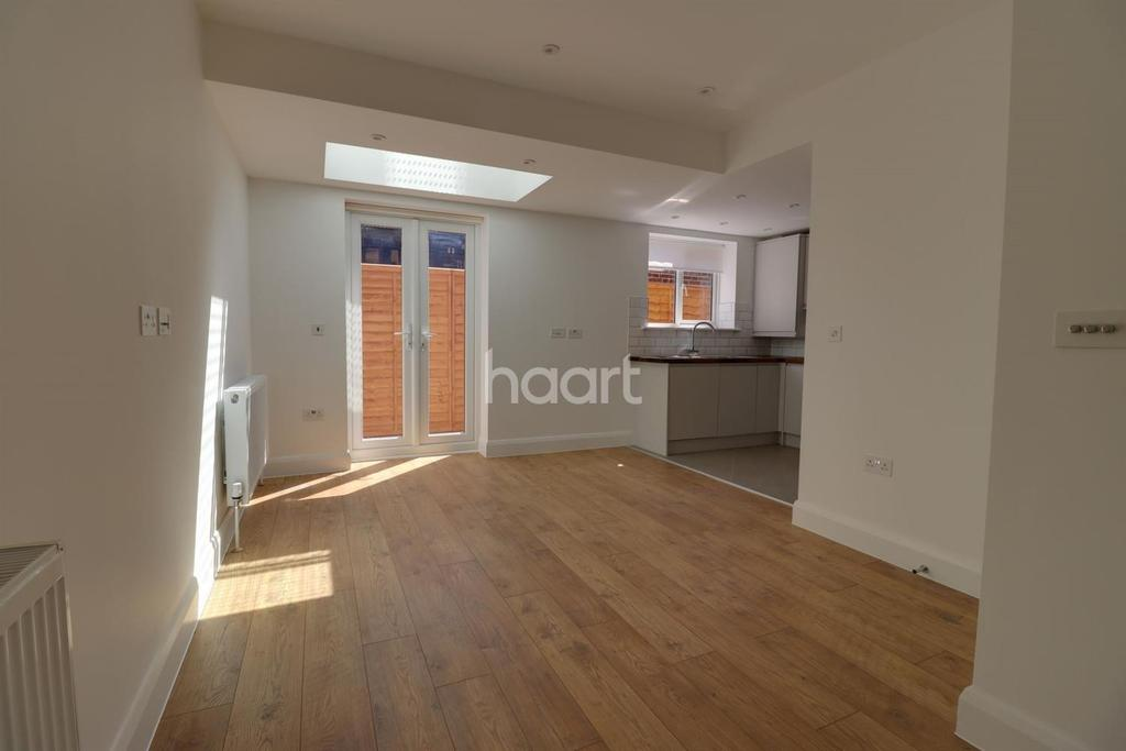 3 Bedrooms End Of Terrace House for sale in Beacon House, Marston Avenue