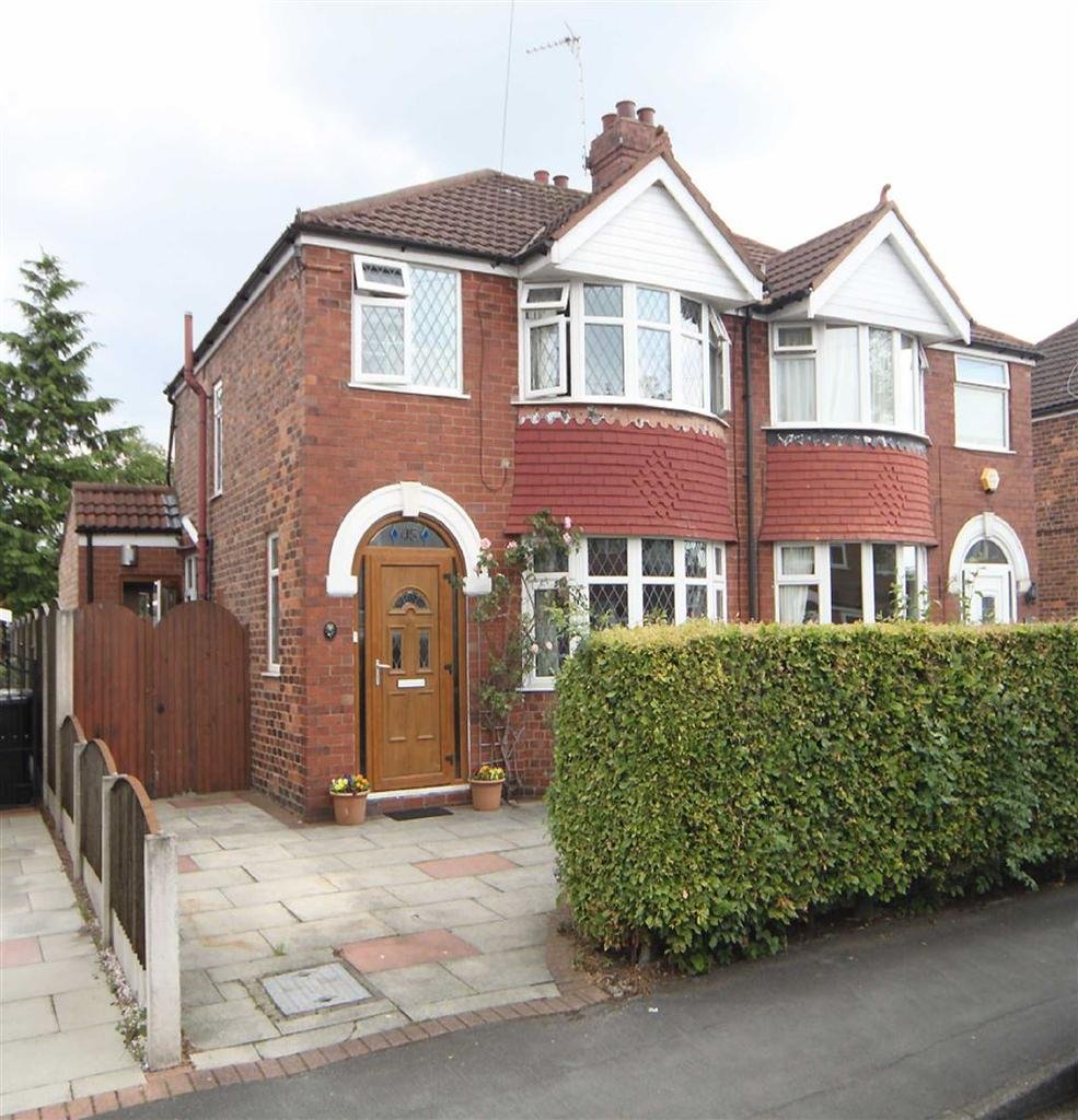 3 Bedrooms Semi Detached House for sale in Crofton Avenue, Timperley, Cheshire