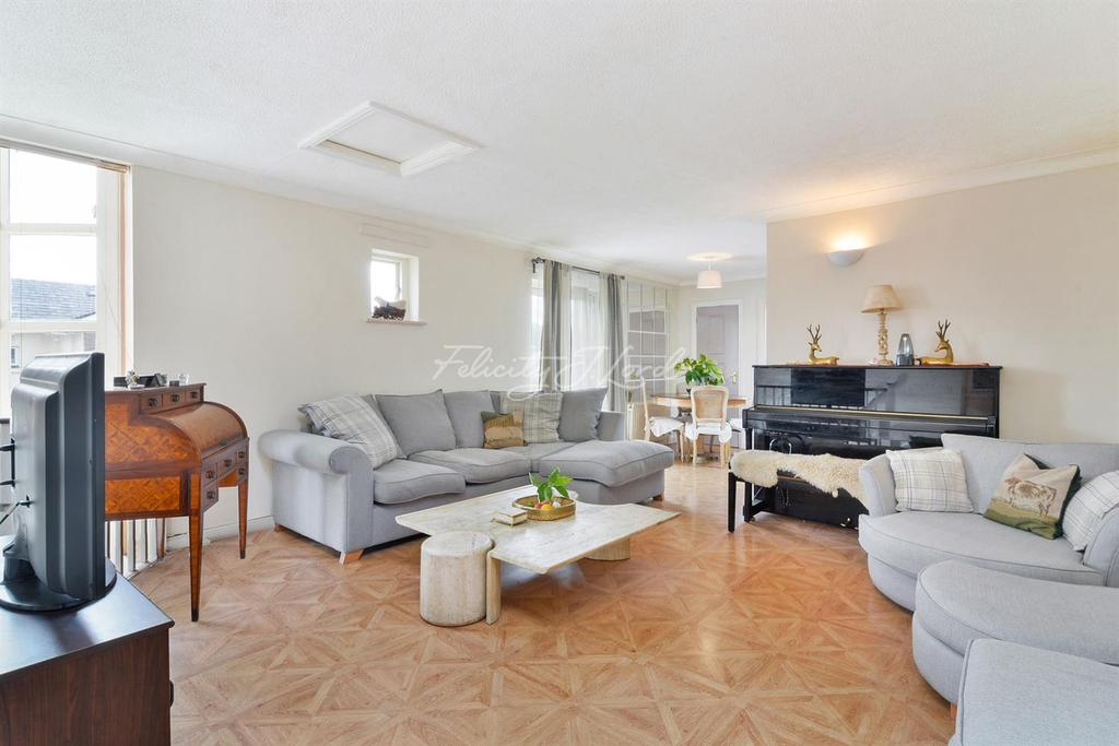 3 Bedrooms End Of Terrace House for sale in Chichester Way, E14