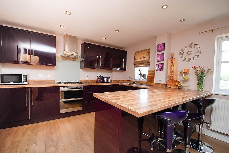 2 Bedrooms Flat for sale in Redgrave Close, St James Village