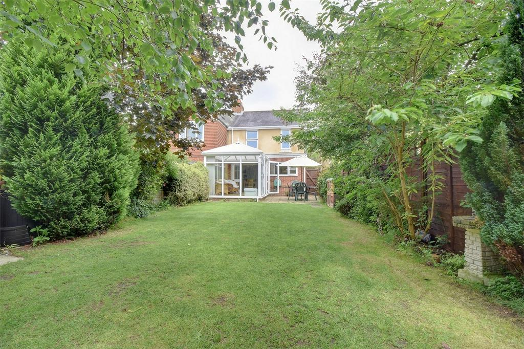 3 Bedrooms Semi Detached House for sale in Queens Road, PETERSFIELD, Hampshire