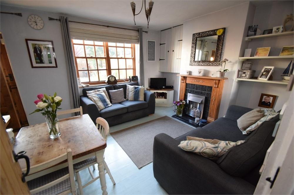 3 Bedrooms Cottage House for sale in Warrior Square, Redoubt, East Sussex