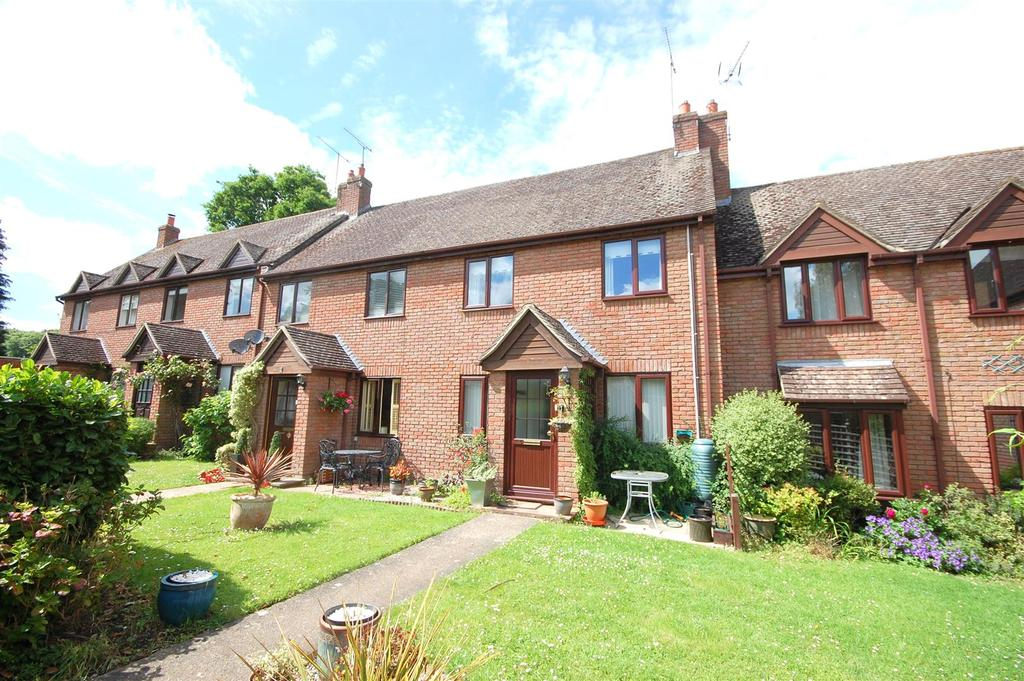 2 Bedrooms Terraced House for sale in Nightingale Mews, Leyton Road, Harpenden