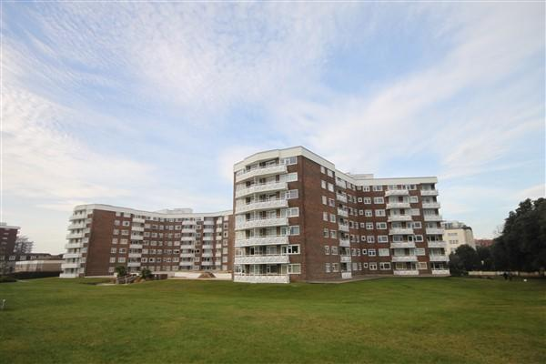 2 Bedrooms Apartment Flat for rent in Grove Road, Bournemouth