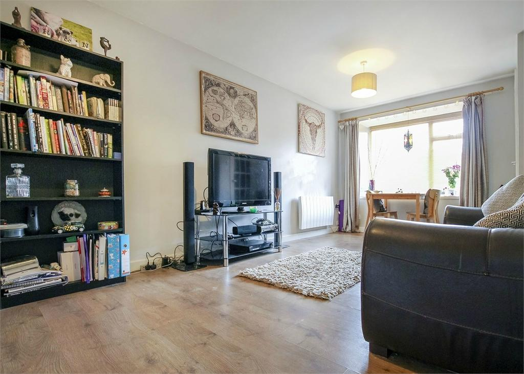 2 Bedrooms Semi Detached Bungalow for sale in Knightswood, Bracknell, Berkshire