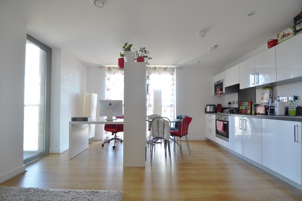 1 Bedroom Flat for sale in Loampit Vale London SE13