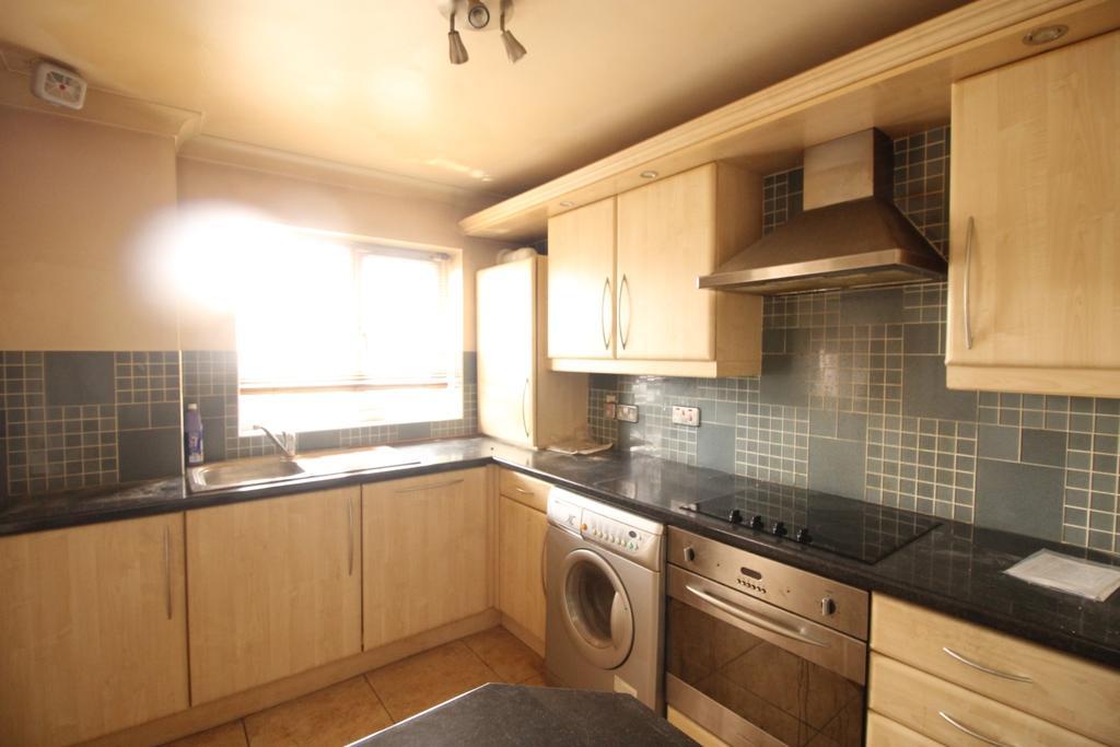 2 Bedrooms Flat for sale in Albert Road Belvedere DA17