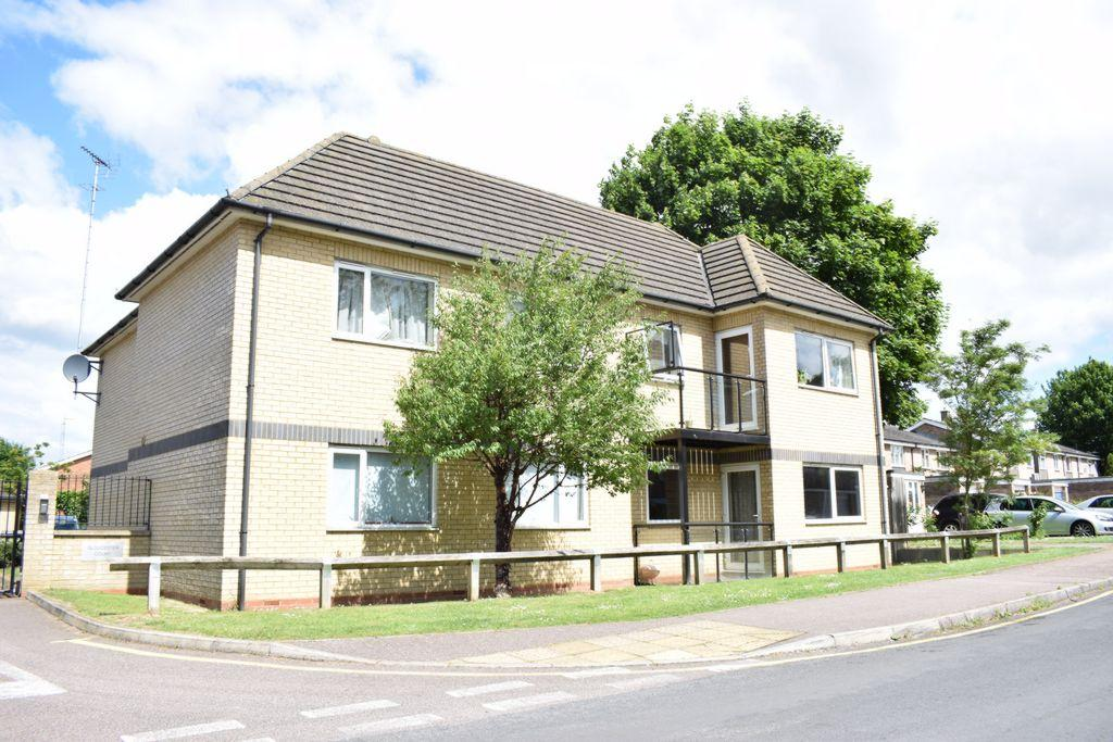 2 Bedrooms Apartment Flat for sale in Gloucester Court, Hatfield, AL10