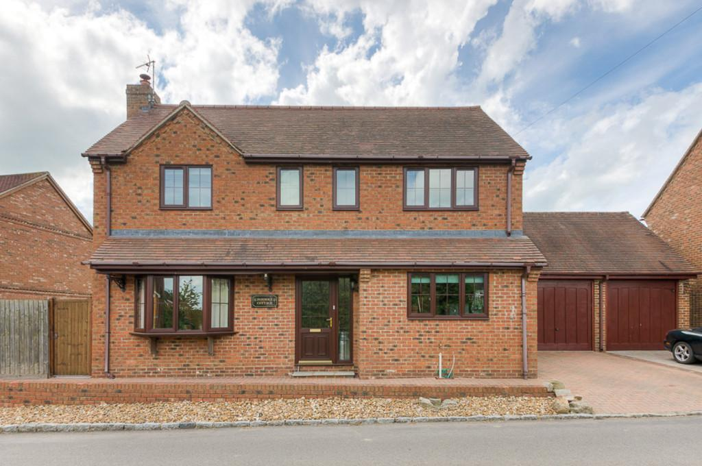 3 Bedrooms Detached House for sale in Charndon, Bicester