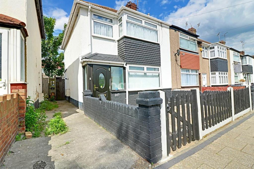 3 Bedrooms End Of Terrace House for sale in New Road