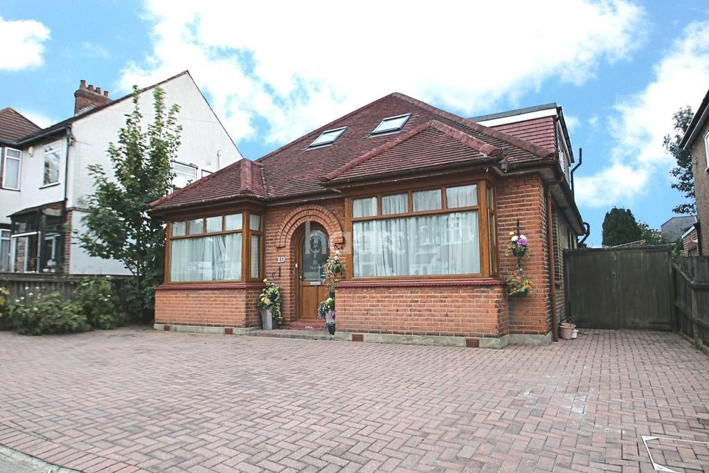 5 Bedrooms Detached House for sale in The Avenue, Marshalls Park