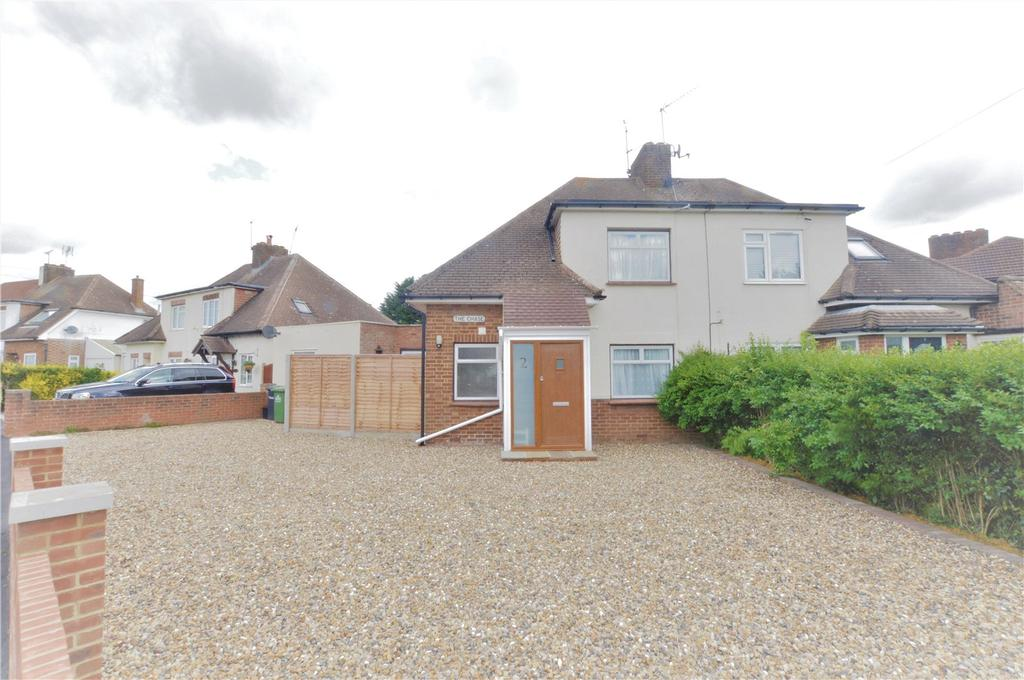 4 Bedrooms Semi Detached House for sale in The Chase, Goffs Oak, Hertfordshire, EN7