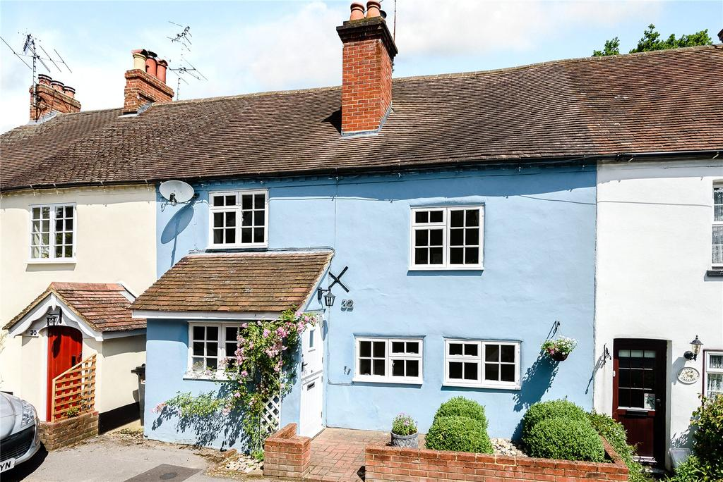 3 Bedrooms Terraced House for sale in School Lane, Lower Bourne, Farnham, Surrey