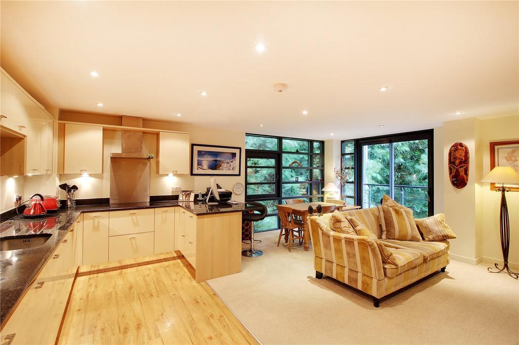 2 Bedrooms Flat for sale in Oak House, London Road, Sevenoaks, Kent