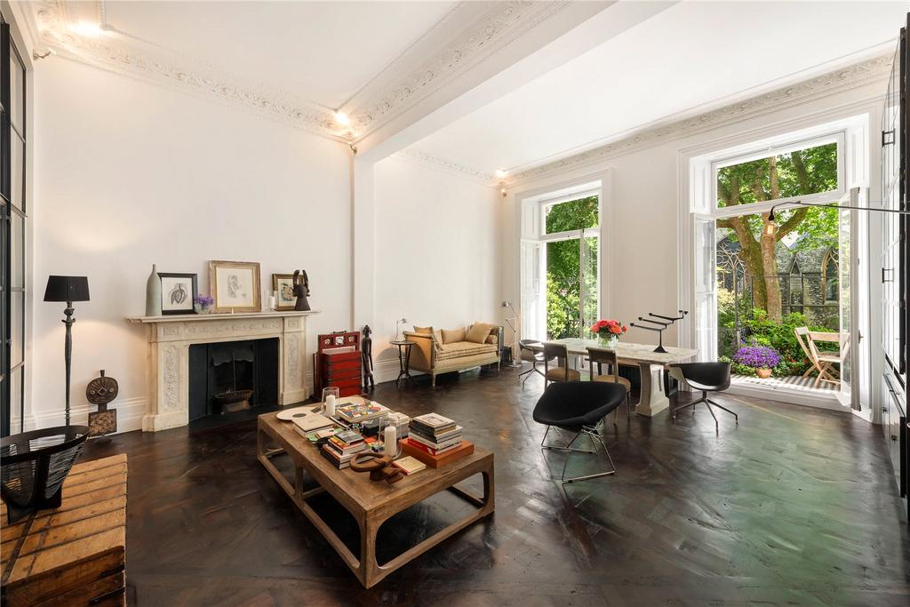 2 Bedrooms Flat for sale in Courtfield Gardens, London