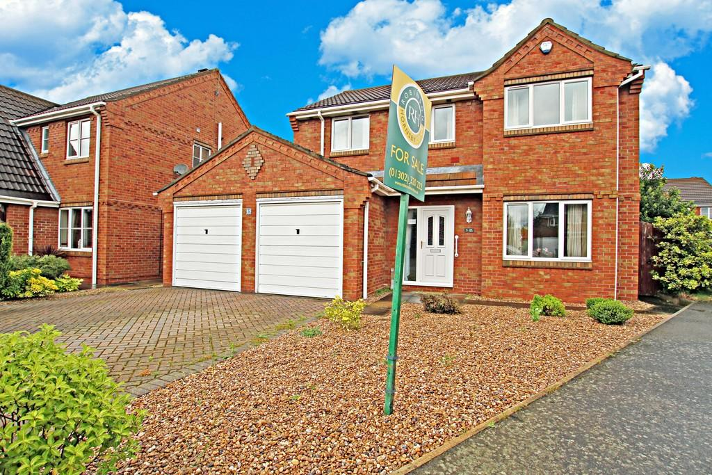 4 Bedrooms Detached House for sale in Pinfold Court, Barnby Dun, Doncaster
