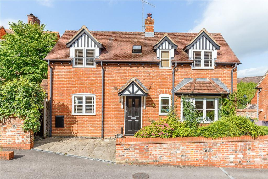 2 Bedrooms Detached House for sale in Stables Court, The Parade, Marlborough, Wiltshire, SN8