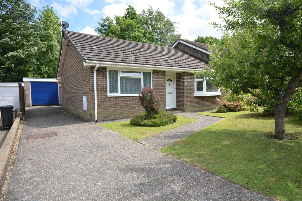 2 Bedrooms Semi Detached Bungalow for sale in Norman Close, Battle
