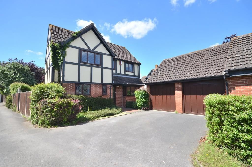 4 Bedrooms Detached House for sale in Tudor Rose Close, Stanway
