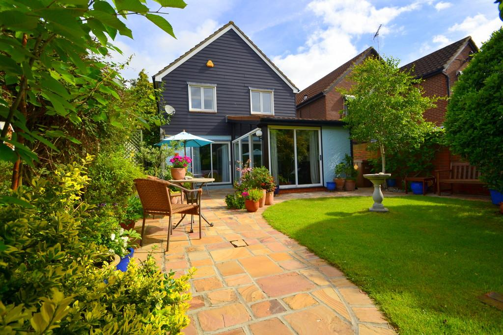 4 Bedrooms Detached House for sale in Roxwell Avenue, Chelmsford