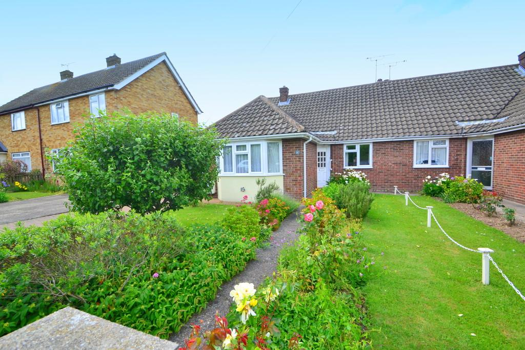 2 Bedrooms Semi Detached Bungalow for sale in Orchard Close, Great Baddow